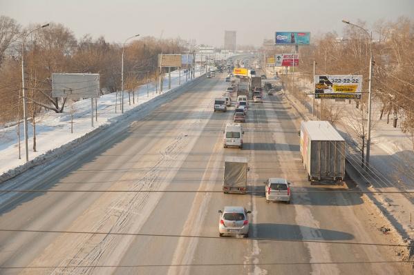 Ограничение движения грузовиковбудет действовать ежедневно с 7 до 10 часов и с 16 до 20 часов