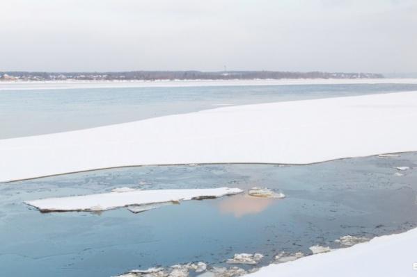 По такому тонкому льду сейчас ходить опасно