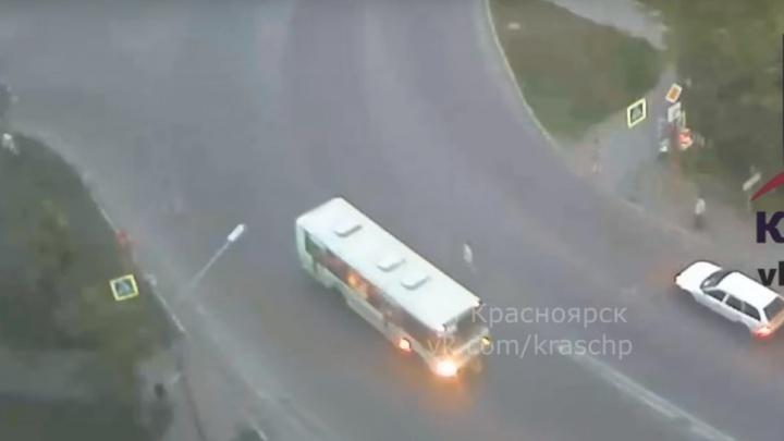 За рулём автобуса в аварии с детьми на Судостроительной был гастарбайтер без российских прав
