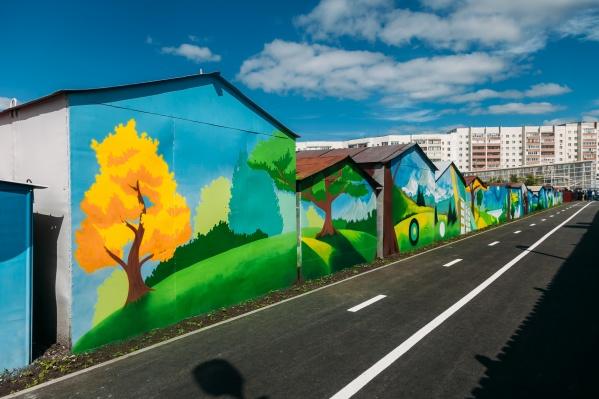 На гаражах в районе улицы Федюнинского есть20 граффити с изображением достопримечательностей Тюмени и пейзажами
