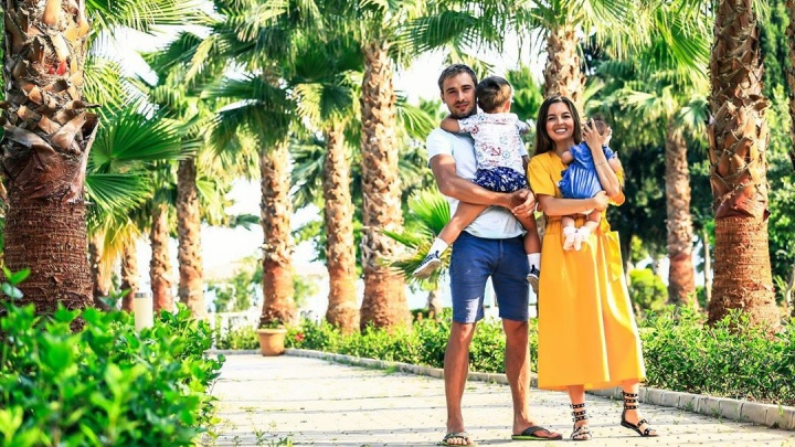 «В отеле пахло плесенью и канализацией»: жена Антона Шипулина осталась недовольна отпуском в Турции