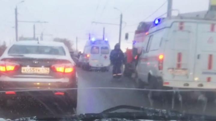 «Выехал на встречку»: в аварии на обледенелой городской дороге пострадали пятеро челябинцев