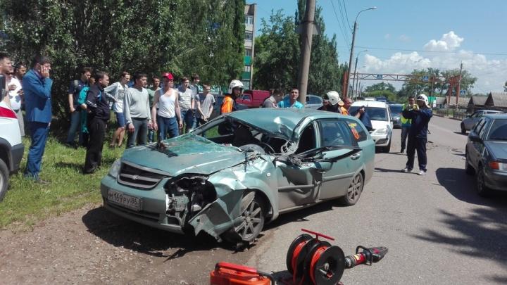 Массовое ДТП в Стерлитамаке: спасателям пришлось распиливать машину