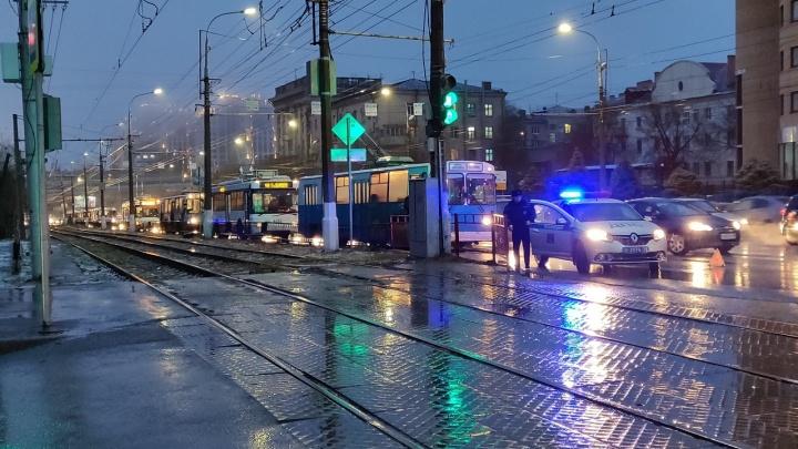 «Нас попросили на выход»: ДТП остановило движение троллейбусов на проспекте Ленина в Волгограде