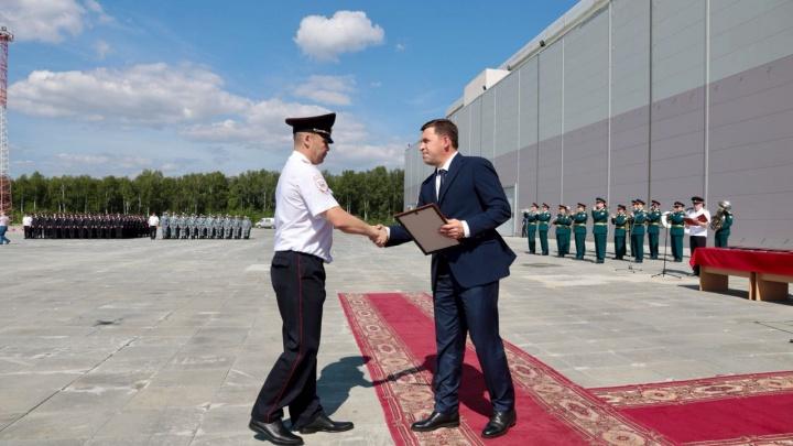 В Екатеринбурге наградили сотню полицейских за отличную работу во время чемпионата мира