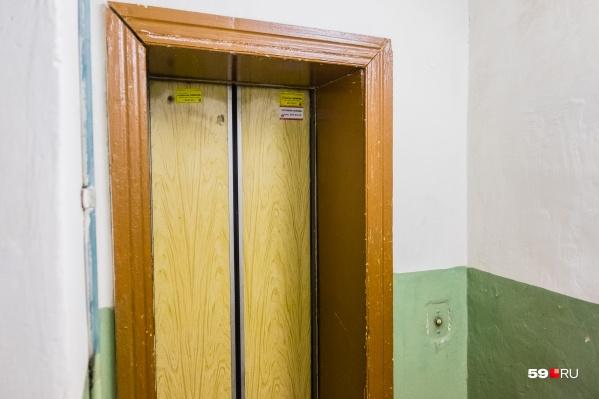 Старые лифты заменят в сотне домов