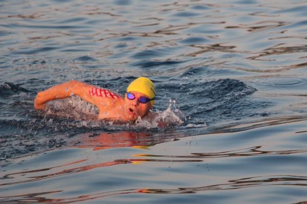 Вместе с ним проплыть по Ионическому морю решились еще восемь человек