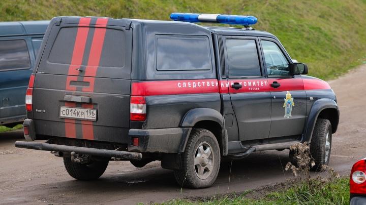 Во время застолья два человека насмерть отравились в Свердловской области