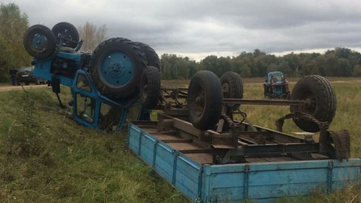 В Башкирии перевернулся трактор: водитель погиб