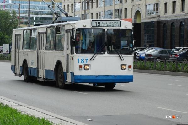 Троллейбусы трудятся на улицах столицы Урала уже больше полувека. Город имеет развитую маршрутную сеть