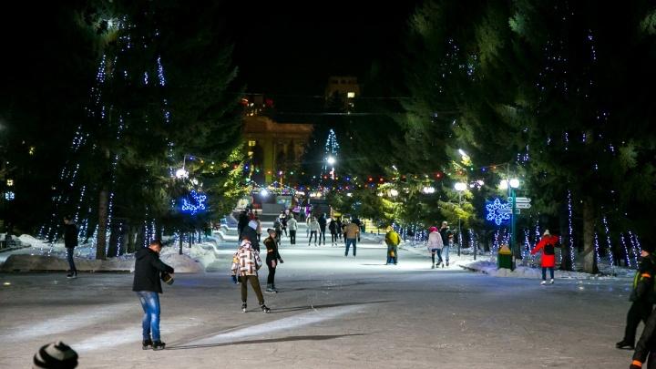 В Красноярске открылись первые катки: цены, расписание, время открытия популярных мест