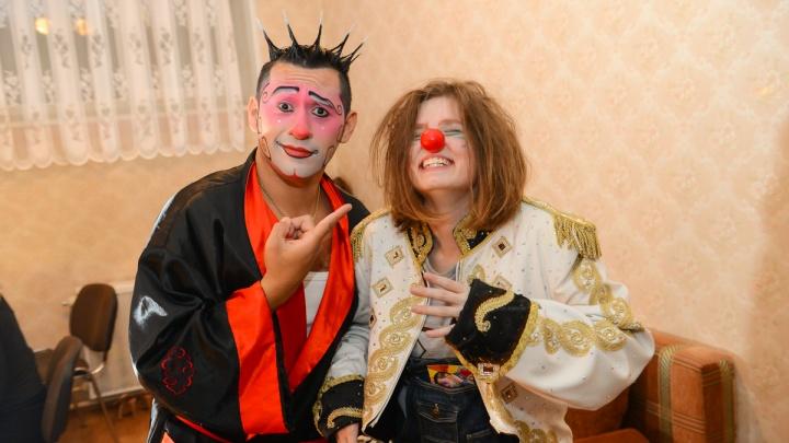Улыбайся, а то уволят: 5 способов победить осеннюю хандру от клоуна, тамады и аниматора