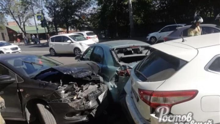 Пять авто пострадали в ДТП на улице Таганрогской в Ростове