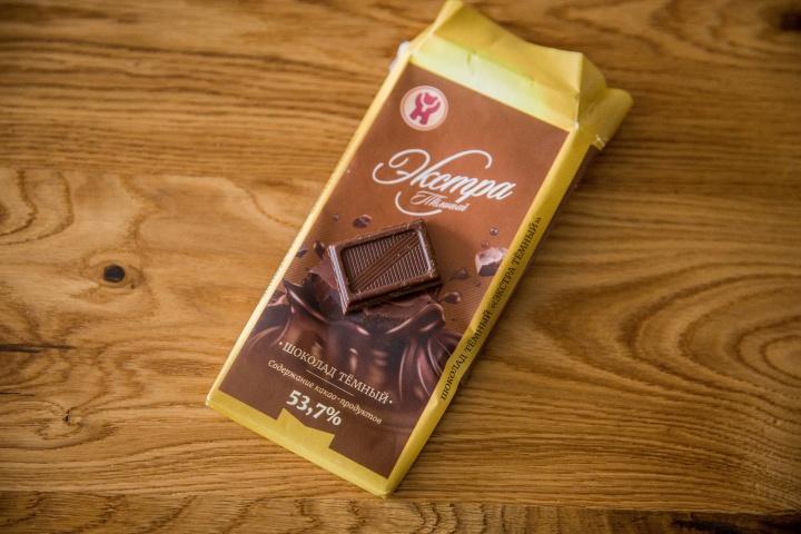 Выставила шоколадное тело