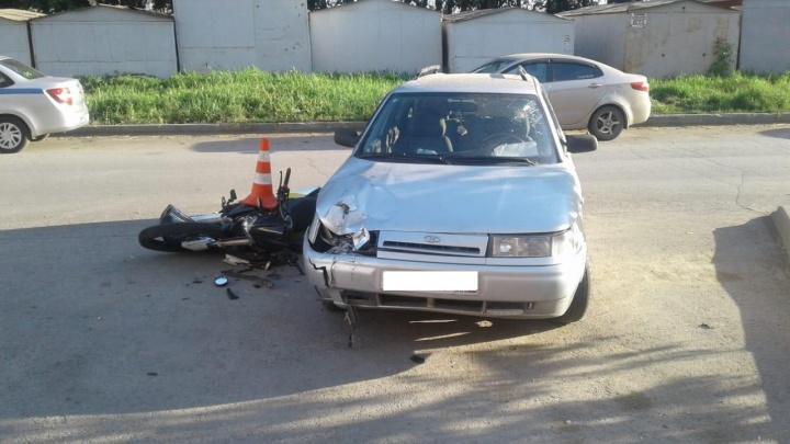 Школьника увезли в больницу после ДТП с мотоциклом и «Ладой» на Затулинке