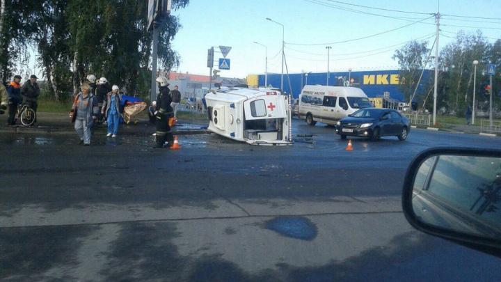 В аварии со «скорой» у «МЕГИ» пострадали шесть человек