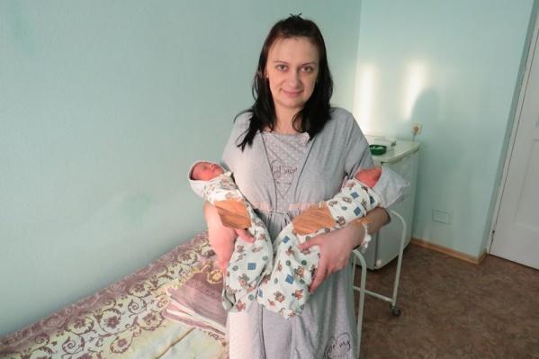 Мама Оксана, Алиса и Руслан чувствуют себя хорошо