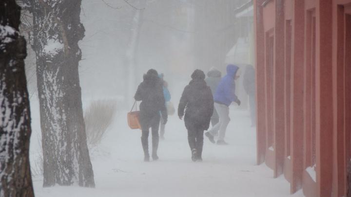 Сильный ветер с метелями надвигается на Красноярск