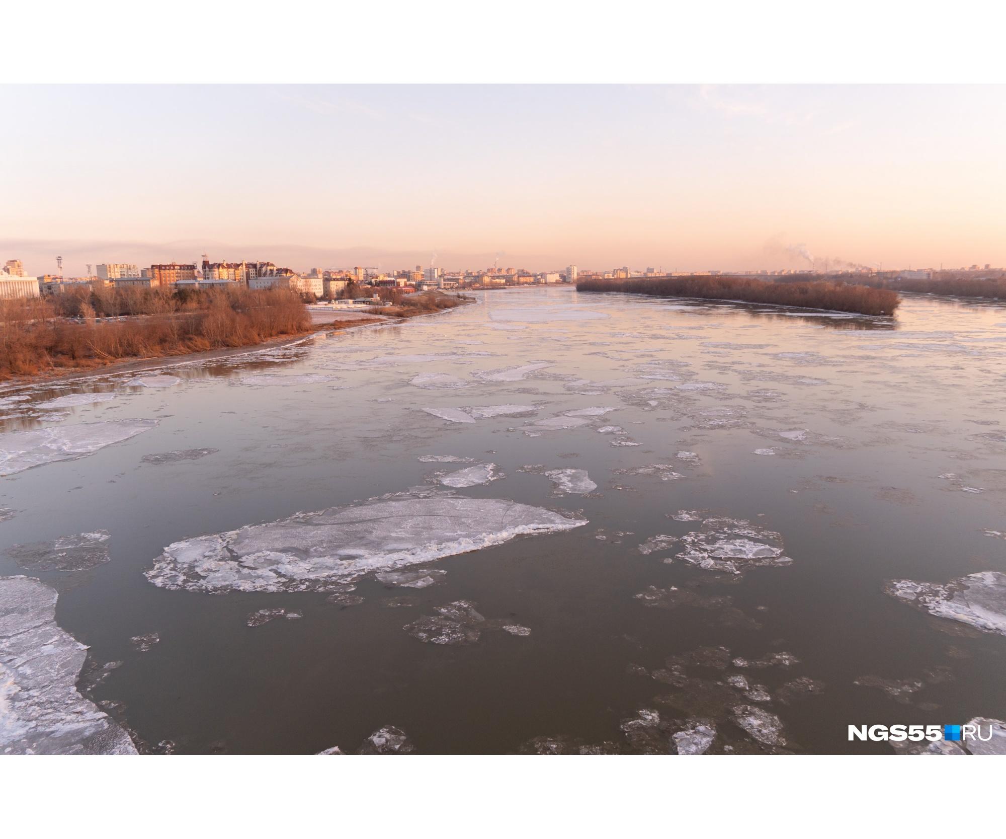Совсем скоро лёд скуёт реку и по ней можно будет ходить