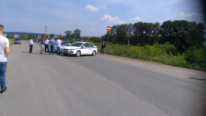 «Дорога незаконная»: ГИБДД заблокировала въезд к складскому комплексу под Екатеринбургом