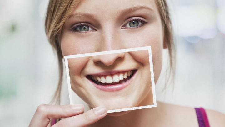 Пациентка немецкой стоматологии рассказала о том, как рассталась с желтыми зубами