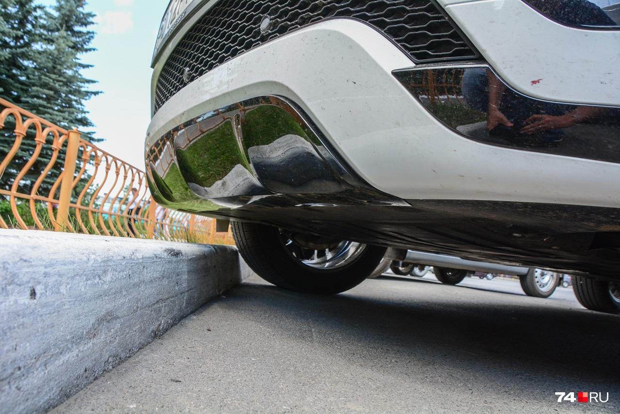 Главная добродетель городского кроссовера — возможность запарковаться вплотную к бордюру