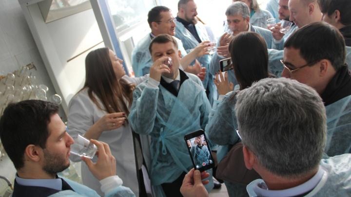 В Самаре депутаты массово выпили воды из-под крана