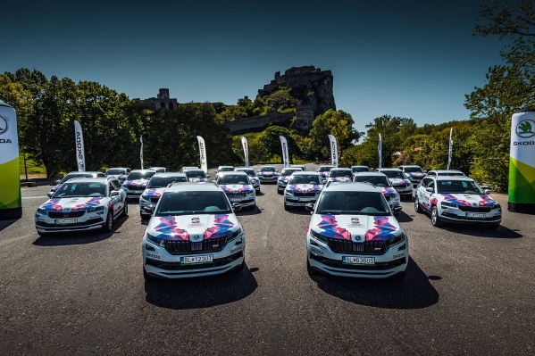 Каждый год ŠKODA передает организационному комитету чемпионата ключи от автопарка. В этом году он состоит из 50 автомобилей, включая популярные модели KODIAQ и KAROQ<br>