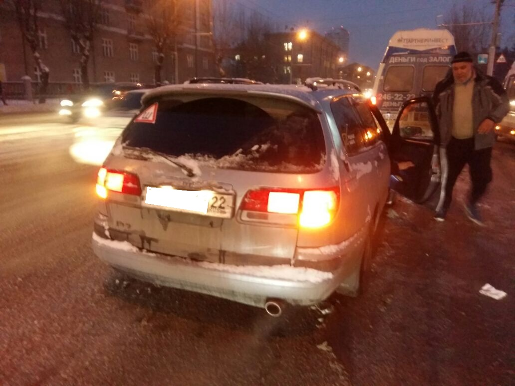 Пассажир маршрутки пострадал вДТП уостановки