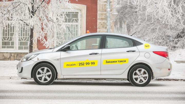Пассажирка такси устроила скандал из-за просьбы водителя разменять купюру