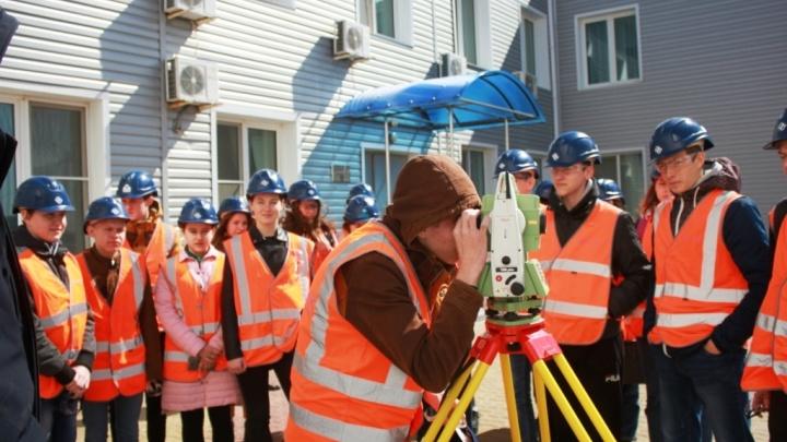 «День без турникетов»: на Гремячинском ГОКе провели производственную экскурсию для старшеклассников