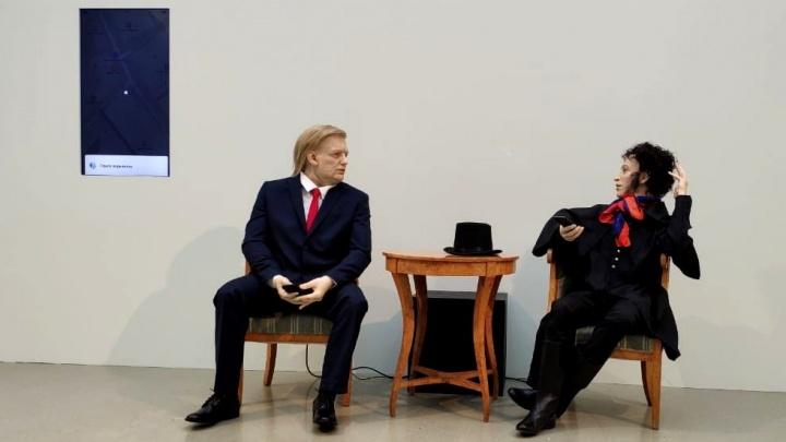 Видео: новосибирский мастер сделал говорящие фигуры Трампа и Пушкина — они беседуют о мемах