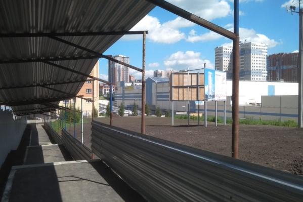 Проход для пешеходов сделала компания «Ломоносов», которая строит ЖК по соседству