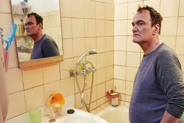 Квентину Тарантино «показали» все комнаты челябинской квартиры, в том числе — ванную