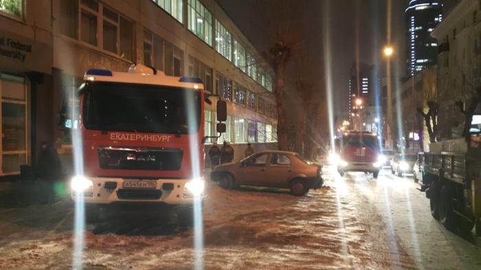 Пожар был на третьем этаже здания на Тургенева, 4