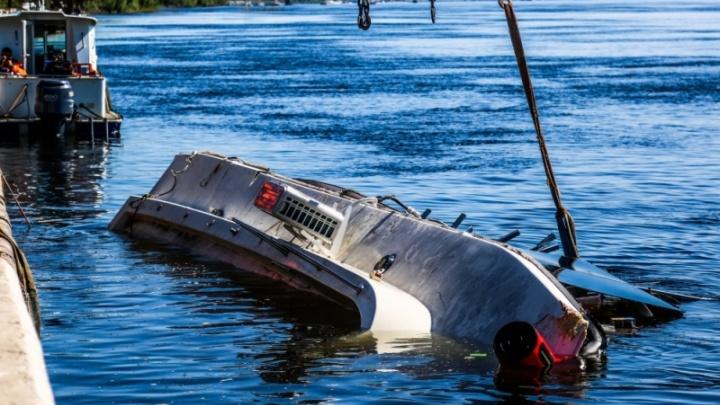 Причал, от которого отчалил затонувший на Волге катамаран, разберут из-за дырявых досок