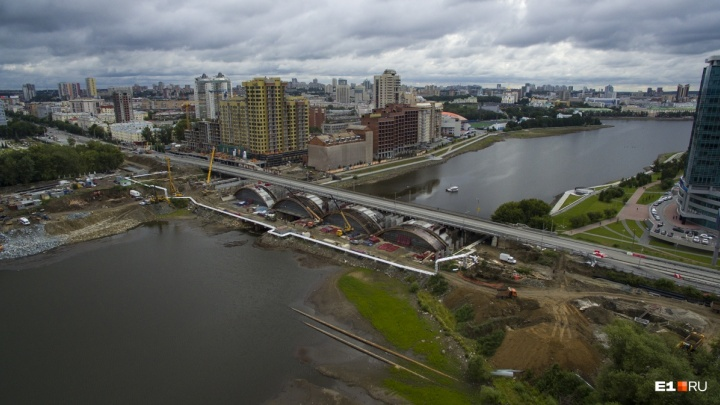 В Екатеринбурге при реконструкции Макаровского моста погиб рабочий