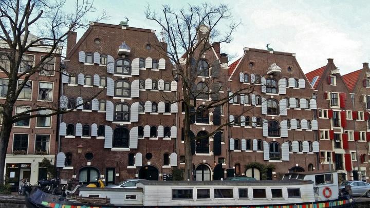 «Жутко бесит, что в Амстердаме так много людей»