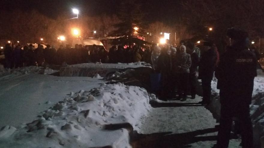 Из-за просевшего льда на Шершнёвском водохранилище купающимсяограничили доступ к купели