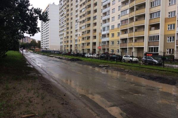 Дорога между остановками «Игарская» и «Маяк» была разбита