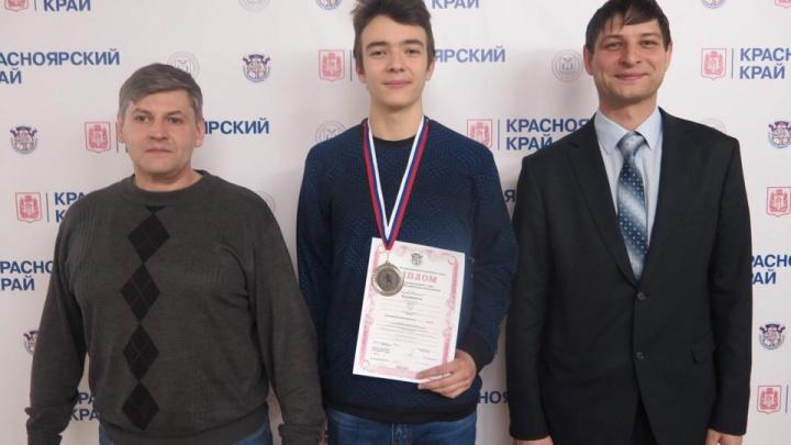 «Теперь поеду в Москву»: школьник с 300 баллами по ЕГЭ рассказал, как ему удалось получить результат