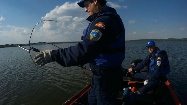 Водолазы нашли тело южноуральца, утонувшего во время рыбалки на озере Кундравы