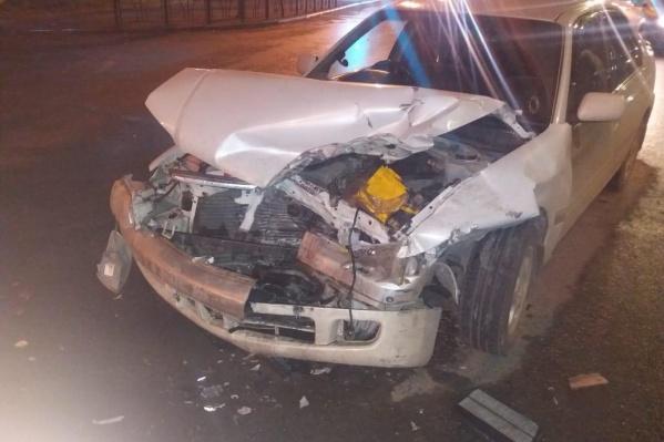 «Тойота» врезалась на Красном Пути в «Дэу», которая пыталась развернуться. Последствия оказались плачевными