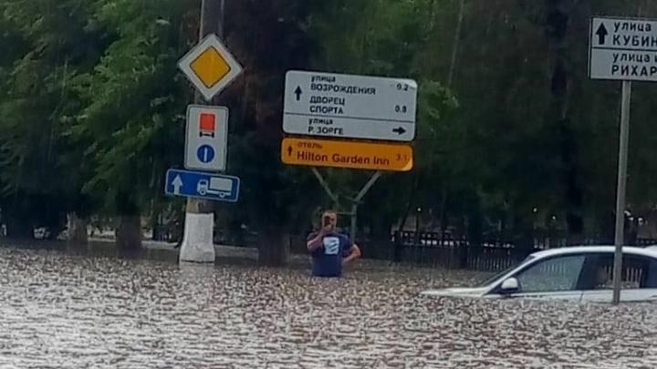 Из-за мощного ливня в Волгограде объявили чрезвычайную ситуацию