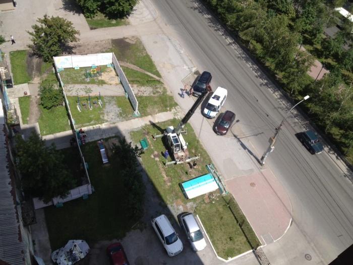 Заметив демонтаж забора на своей территории, жители вызвали полицию