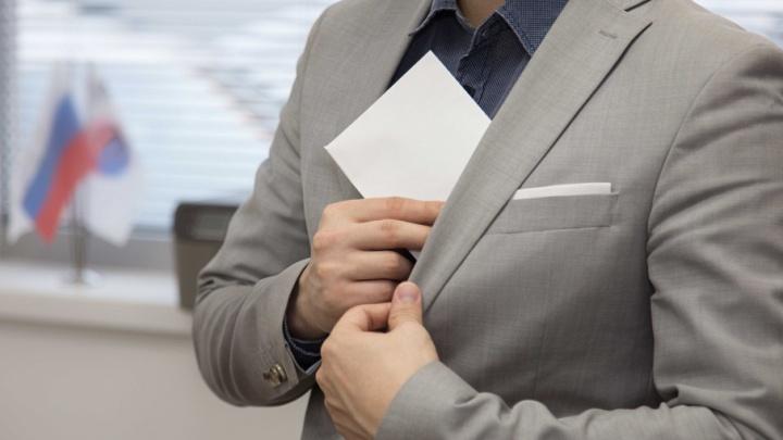 В Башкирии бухгалтер попался на крупной взятке налоговику