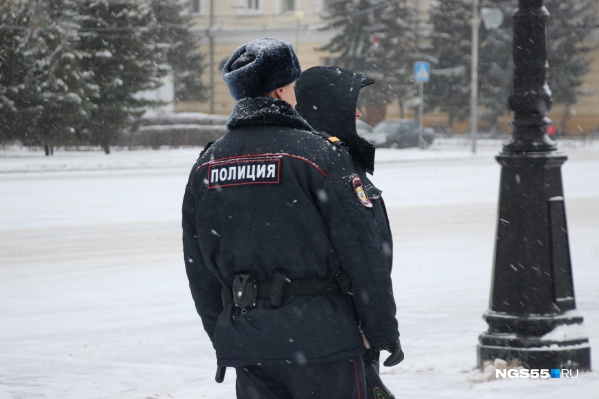 Полицейские задержали и допросили мужчину