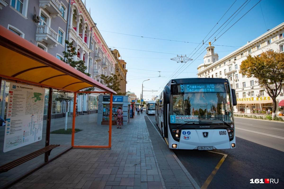 Электробус КАМАЗ-6282 оснащен кондиционером, а также оборудованием для перевозки инвалидов-колясочников