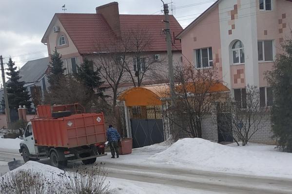 Поймать мусоровоз оказалось непростой задачей для жителей посёлка