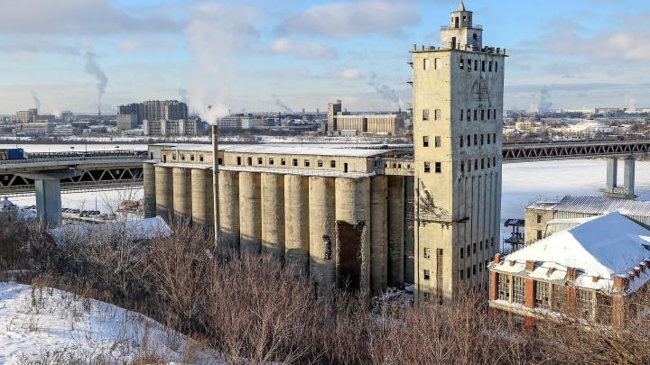Элеватор на улице Черниговской начали сносить: грустный фоторепортаж NN.RU о том, как рушат историю